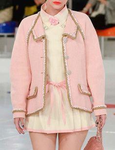 Chanel Cruise in Séoul. Aesthetic Fashion, Look Fashion, Aesthetic Clothes, High Fashion, Fashion Show, Fashion Design, Couture Fashion, Runway Fashion, Womens Fashion