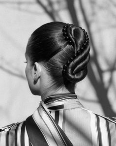 Baddie Hairstyles Peter Gray - The Gentlewoman - Knots - photographer: Zoe Ghertner - redCHOCOLATE Creative Hairstyles, Quick Hairstyles, Vintage Hairstyles, Pretty Hairstyles, Updos Hairstyle, Braided Hairstyles, Blake Lively Updo, Edgy Updo, Wedding Hairstyles With Crown