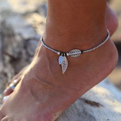 The Bamboo Leaves anklet draws inspiration from the ancient belief in bamboo's holding powerful luck. The meaning of lucky bamboo plays an important role as a l Ankle Jewelry, Ankle Bracelets, Cute Jewelry, Cute Anklets, Beaded Anklets, Luxury Jewelry, Modern Jewelry, Summer Jewelry, Bamboo Leaves