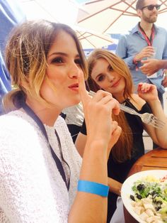 Lunch date at #SDCC with @shelleyhennig and @hollandroden!