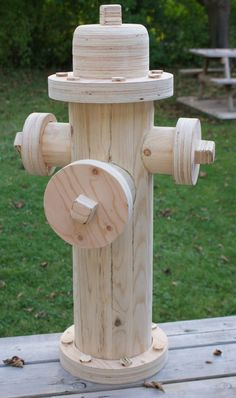 Holzprojekte not really functional, but cool! Fire hydrant made of wood! Carpentry Projects, Diy Wood Projects, Wood Crafts, Diy And Crafts, Into The Woods, Woodworking Crafts, Woodworking Plans, Woodworking Shop, Arte Bar