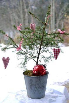 Natural Christmas, Cozy Christmas, Scandinavian Christmas, Rustic Christmas, Simple Christmas, Christmas Crafts, Country Christmas Decorations, Valentine Decorations, Xmas Decorations