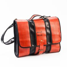 Love it! MESSENGER BAG UP-CYCLE | Moorbi.com