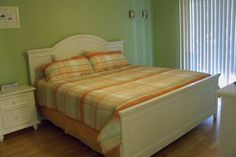 The master suite has a king bed, private bath and patio access. All three bedrooms have pillowtop matresses for maximum comfort for our guests.  http://www.homeaway.com/vacation-rental/p347250