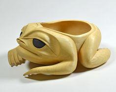 Frog Bowl by Carol Young (Bagshaw), Haida artist Haida Art, Tlingit, Native Design, Totem Poles, Old Images, Art Carved, Indigenous Art, Native Art, First Nations