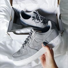 60ebb581511a5  elfriedmanon Chaussures Homme, Chaussures Nike, Chaussure Basket Femme, Chaussure  Mode, Chaussure