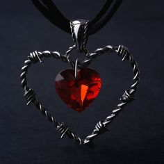 Ücretsiz kargo hediye çanta toptan gotik titanium çelik kalp kolye kırmızı kristal moda takı serin aksesuarları kalite 2243