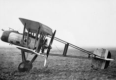 BRITISH AIRCRAFT FIRST WORLD WAR 1914-1918 (Q 68158) Vickers F.B.12 single-seat pusher fighting scout.