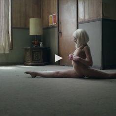"""(▶) Dans les vidéos de la semaine, des femmes jouissent pour lutter contre l'excision et on mate l'incroyable clip de Sia, """"Chandelier"""""""