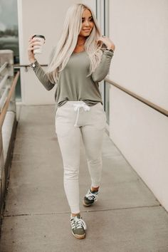 Stay Home Joggers - Marled Oatmeal Lounge Outfit, Lounge Wear, Moccasins Outfit, Chelsea Marie, Joggers Outfit, Night Looks, Fall Looks, Fall Winter Outfits, Cute Casual Outfits