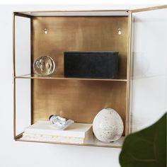 Zgrabna gablota GLASS SMALL to idealne rozwiązanie do kuchni lub łazienki. Gablota została