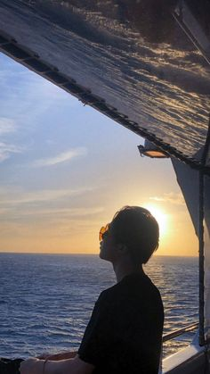 Jimin and the sunset 🌇🌇🌇🌇🌇🌇🌇🌇