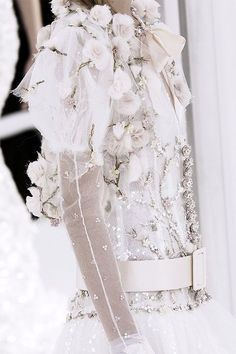 pivoslyakova: Detail at Chanel | Haute Couture, Spring 2006.