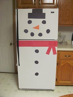 DIY Snowman using construction paper - not sure I could get my refrigerator this clear!