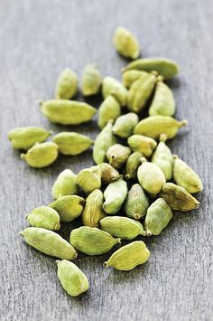 Cardamom Pods + 29 other digestive herbs Herbal Remedies, Health Remedies, Natural Remedies, Cardamom Benefits, Raw Food Recipes, Healthy Recipes, Curry Spices, Spices And Herbs, Medicinal Herbs