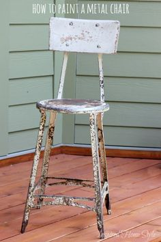How to Paint a Metal Chair ~ Easy tutorial on How to Spray Paint Furniture Painted Metal Chairs, Vintage Metal Chairs, Metallic Painted Furniture, Spray Paint Furniture, Distressed Furniture, Metal Furniture, Furniture Redo, Outdoor Paint, Outdoor Decor