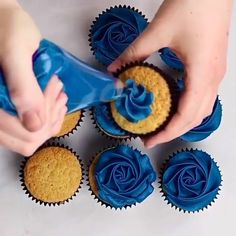Cake Decorating Piping, Cake Decorating Techniques, Cake Decorating Tutorials, Cupcakes Decorating, Frosting Tips, Frosting Recipes, Dessert Recipes, Cake Recipes, Cupcake Piping