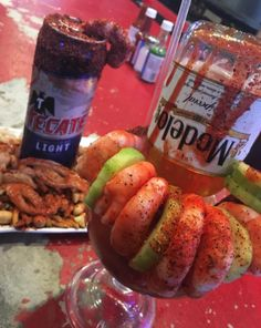 No hay mal que una michelada no arregle. Mexican Snacks, Mexican Drinks, Mexican Beer, Mexican Party, Beer Recipes, Coffee Recipes, Drink Recipes, Recipies, Cooking Recipes