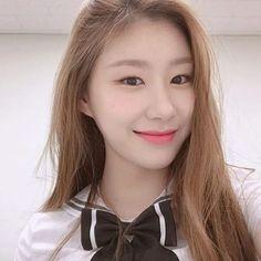 Image may contain: one or more people and closeup Programa Musical, New Girl, South Korean Girls, Kpop Girls, Girl Group, Rapper, Wattpad, Beautiful, Women