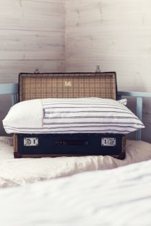 Sophie percale bed linen set I Sophie-percalepussilakanasetti - these I would take to travels with me. Old Suitcases, Bed Linen Sets, Joko, Home Textile, Linen Bedding, Home And Living, Beach House, Textiles, Curtains