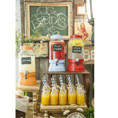 Suqueira de Vidro Vermelha #shopfesta @ShopFesta.Suqueira de Vidro dá um toque todo especial ao seu evento. Sirva sucos, água aromatizada e drinks. Para compor sua decoração use Garrafinha de Vidro e Canudo de Papel à venda aqui na Shopfesta. Veja nossos Vídeos para Inspirar-se!