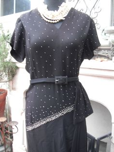 Stunning Black Crepe Dress / A by KlassyKlassics 1930s Fashion, Business Outfits, Crepe Dress, Suits For Women, Printing On Fabric, Short Sleeve Dresses, Trending Outfits, Vintage, Black