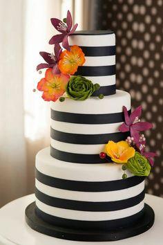 Kate Spade Cake, Cake Cookies, Cupcakes, Black And White Design, Cake Pops, Desserts, Food, Tailgate Desserts, Cupcake Cakes