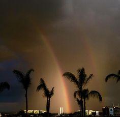 Arco-Íris aparece no céu de Brasília no fim da tarde