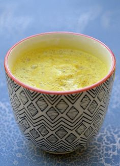 Turmeric Golden Milk - Turmeric Golden Milk or Turmeric Latte seems to be the latest drink to be popping up in cafes all over town. Bursting with nutritional benefits, this healthy and delicious drink can be enjoyed by the whole family. Turmeric Golden Milk, Indian Food Recipes, Healthy Recipes, Yummy Drinks, Coconut Milk, Get Healthy, Latte, Smoothies, Clean Eating