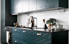 Comment faire de votre petit appartement un endroit « to die for Color Azul, Decoration, Double Vanity, Kitchen Cabinets, Inspiration, Furniture, Home Decor, Tiny House, Flat