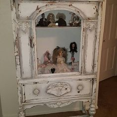 DIY Tutorial Ombre Step by Step Recorded Furniture Makeover Class Painting Antique Furniture, White Painted Furniture, Paint Furniture, Cool Furniture, Furniture Ideas, Ombre Paint, Diy Ombre, Paint Flowers, Diy Dresser Makeover