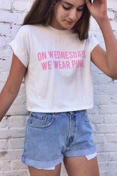 on Wednesdays we wear pink - graphic tee. you'll always fit into the mean girls clique with this graphic t T Shirt Designs, Teen Fashion, Love Fashion, Fashion Goth, Casual Outfits, Cute Outfits, Casual Clothes, Casual Shirts, Men Casual