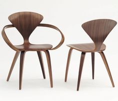 Designed by Norman Cherner in the Cherner Armchair is a mid-century icon found in design collections worldwide. The Cherner Chair is still regarded as one of the most dramatic designs using the technology of moulding plywood. Like the 1958 original, Cool Chairs, Side Chairs, Dining Chairs, Dining Room, Wooden Chairs, Lounge Chairs, George Nelson, Mid Century Chair, Mid Century Furniture