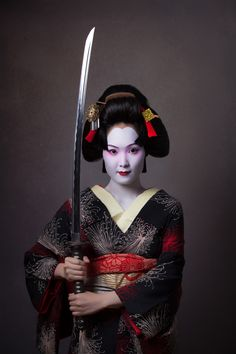 Japanese Geisha Girls with Katana Female Samurai, Samurai Art, Samurai Warrior, Japanese Sleeve, Japanese Kimono, Japanese Design, Japanese Art, Japanese History, Mörderische Dinnerparty