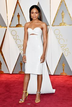 Naomi Harris wore Bulgari high jewels on the red carpet as best supporting actress nominee. See the best jewellery moments on the red carpet of the Oscars 2017 worn by all the celebrity stars in high fashion and luxury: http://www.thejewelleryeditor.com/jewellery/top-5/oscars/ #jewelry