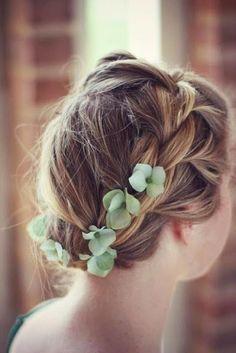 Quelques fleurs d'hortensia vertes et tresse bandeau