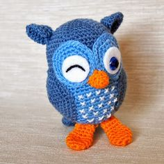 Free Crochet Pattern Amigurmi Owl, In Spanish.Free crochet Owl pattern… some one make me thisIn this project, you can make a wonderful way to make amigur . Owl Crochet Patterns, Crochet Owls, Owl Patterns, Crochet Gifts, Amigurumi Patterns, Crochet Animals, Crochet Baby, Free Crochet, Amigurumi Minta