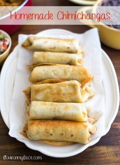 Homemade Chimichangas Celebrating Cinco de Mayo or just love authentic Mexican food? These homemade Chimichangas recipe are the perfect Mexican appetizer recipe. Authentic Mexican Recipes, Mexican Food Recipes, Authentic Food, Taco Bell Recipes, Mexican Appetizers, Appetizer Recipes, Appetizer Party, Plats Latinos, Snacks Sains