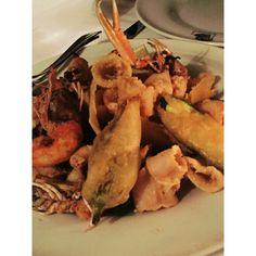 Leggera frittura di calamaretti, gamberi e scampi in cialda di parmigiano reggiano.