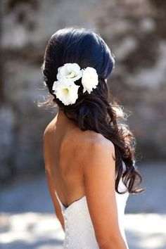 Gorgeous wedding hair.