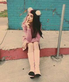 Melanie Martinez is a cutie !!!