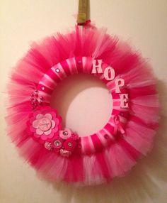 Such a beautiful breast cancer awareness tulle wreath! I will definitely have to make one of these for my mom. Breast Cancer Wreath, Breast Cancer Crafts, Breast Cancer Walk, Breast Cancer Survivor, Breast Cancer Awareness, Tulle Crafts, Wreath Crafts, Diy Wreath, Diy Crafts