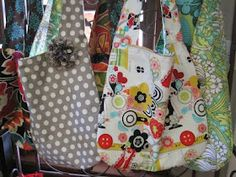 SLOUCHY SLING BAG tutorial Check out all the simple yet cute bag fabrics Reversible Fun for all ages! Place pockets on in. Pe Bags, Purse Tutorial, Diy Handbag, Purse Patterns, Handmade Bags, So Little Time, Girl Gifts, Purses And Handbags, Bag Making