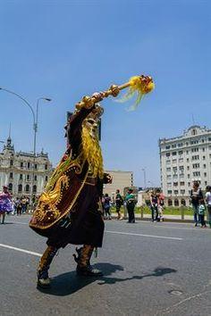 Acabo de compartir la foto de Ronald Alex Espinoza Marón que representa a: Pasacalle PUNO PARA EL PERU Y EL MUNDO (Rey Moreno)