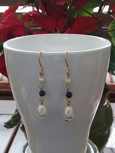 Pendientes de plata bañada en oro, perlas de río, lapislázuli y perlas nacaradas de SevillaClass en Etsy