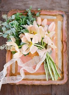 I love the simplicity and the shape of this bouquet – are those tulips though? I think they feel a bit too springlike. I'd like to embrace autumn! Floral Wedding, Wedding Bouquets, Wedding Flowers, Olive Wedding, Bridesmaid Bouquet, Wedding Dresses, Peach Blossoms, Peach Trees, Shades Of Peach