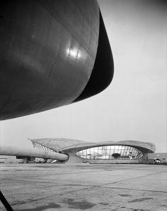 TWA Terminal at Idlewide Airport (designed by Eero Saarinen), Queens, New York (gelatin silver print) by Ezra Stoller, 1962