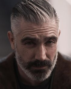 A beard now becomes the style statement for every man. Here are some of the trending beard styles for men that you will love experimenting. Older Mens Hairstyles, Haircuts For Men, Cool Hairstyles, Trending Beard Styles, Beard Styles For Men, Grey Hair And Beard Styles, Daniel Sheehan, Short Hair Cuts, Short Hair Styles