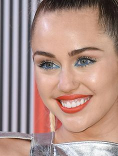 Miley Cyrus' new hair is a pleasantly refreshing blast from the past
