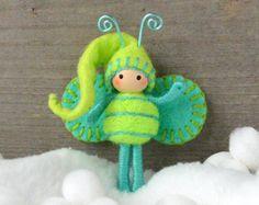 Christmas Elf Chartreuse and Aqua Bendy doll Felt Dolls, Doll Toys, Felt Christmas, Christmas Crafts, Felt Fairy, Clothespin Dolls, Tiny Dolls, Felt Patterns, Waldorf Dolls